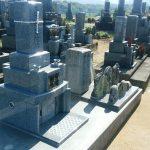 三豊市山本町自治会墓地にて滝根石(福島県産御影石)の墓石を建墓させてもらいました。