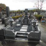 丸亀市営墓地で庵治細目石の墓石を建立しました。