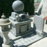 坂出市営墓地で庵治細目石の墓石を建てさせて頂きました。