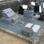 丸亀市営墓地で庵治細目石の墓石を建てさせて頂きました。