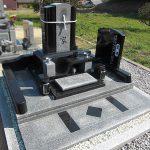 高松市庵治町の地域墓地に庵治石とインド黒を使用したデザイン墓石が完成いたしました。