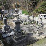 香川県内の墓地で庵治石の和型墓石の新規建立と墓地のリフォーム工事を行いました。