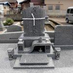 香川県観音寺市の地域墓地に黒龍石のデザイン墓石が完成しました。
