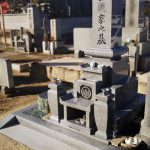 岡山県倉敷市の地域墓地に、庵治細目石の岡山型9寸三重台丸フトン付きの和型墓石が完成しました。