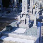 香川県さぬき市の市営墓地に庵治中目特級石の神戸型墓石が完成しました。