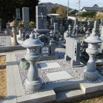 香川県さぬき市の市営墓地に、庵治細目石一級の和型墓石が完成しました。