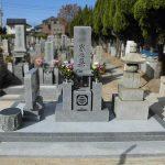 丸亀市営墓地のお墓の改修工事、古いお墓をまとめて庵治細目石の和型墓石を新たに建立しました。