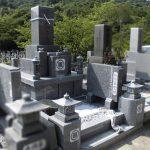 丸亀市営墓地に庵治細目特級石の10寸三重台舞台型の和型墓石が完成しました。