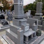 岡山市の霊園墓地に大島石特級の岡山型・角フトン付き神道墓石が完成しました。