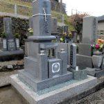 香川県善通寺市の共同墓地に、庵治細目一級の丸フトン付き和型墓石が完成しました。