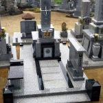 坂出市の地域墓地に大島石とインド黒を使用したオリジナルデザインの神道墓を建てさせていただきました。
