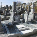 坂出市の地域墓地に、庵治中目特級石・9寸三重台蓮華付きの和型墓石が完成しました。