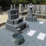 坂出市の地域墓地でリフォーム工事、複数のお墓をまとめてデザイン墓石に建て替えました。
