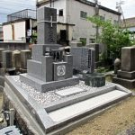 香川県綾歌郡の共同墓地で地盤改良後に庵治中目特級石でお墓の建替え工事。南向きのお参りしやすいお墓になりました。