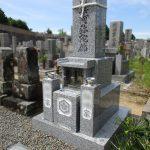 東かがわ市の市営墓地でお墓の建替え工事。やさとみかげ製の和型墓石(やすらぎ型)が完成しました。
