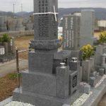 坂出市の地域墓地に、庵治細目石の9寸蓮華付き・やすらぎ型のお墓が完成しました。