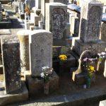香川県宇多津町の寺院墓地で、江戸時代から守って来られたお墓の移設工事を行いました。同じ墓地内で水はけの悪い低地から高地へ。