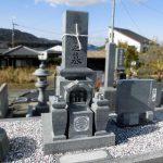 香川県三豊市の地域墓地に、庵治石中目の9寸丸フトン付き和型墓石が完成しました。