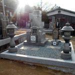 香川県宇多津町の寺院墓地でお墓の移設工事。同じ墓地内で入念に基礎工事を行い、墓石を据え直しました。