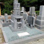 さぬき市の市営墓地に、庵治細目石を使用した9寸「やすらぎ型」のお墓を建てさせていただきました。