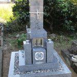 さぬき市の地域墓地に庵治石細目の9寸「やすらぎ型」のお墓が完成しました。機能性が高くお参りしやすい和型墓石です。